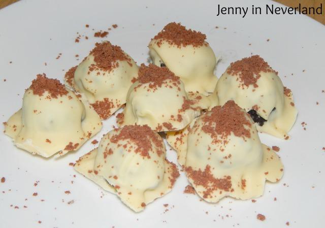 No-Bake White Chocolate and Oreo Truffles 11