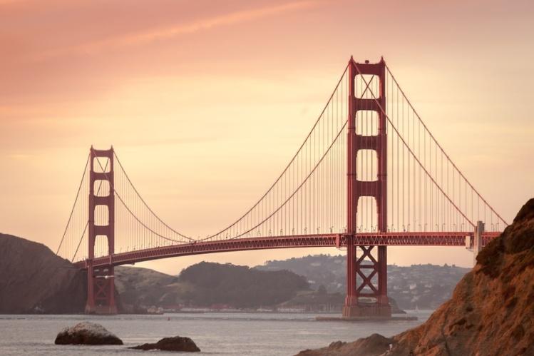 sea-city-mountains-landmark-large